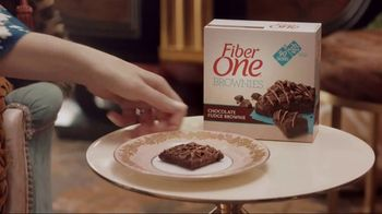 Fiber One 90-Calorie Brownies TV Spot, 'She Shed: Me Time' - Thumbnail 7