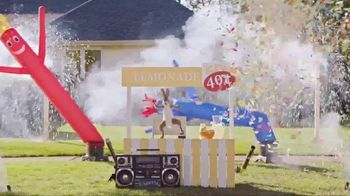Lunchables With 100% Juice TV Spot, 'Lemonade Stand' - Thumbnail 6