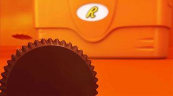 Reese's Peanut Butter Cups TV Spot, 'Hot Ground' - Thumbnail 1