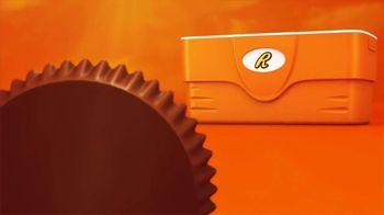Reese's Peanut Butter Cups TV Spot, 'Hot Ground' - Thumbnail 2