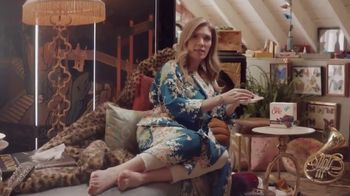Fiber One 90-Calorie Brownies TV Spot, 'She Shed: Full Tour' - Thumbnail 6