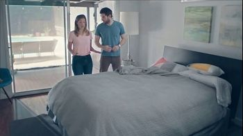 One A Day Pre-Pregnancy Couple's Pack TV Spot, 'Feng Shui' - Thumbnail 2