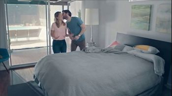 One A Day Pre-Pregnancy Couple's Pack TV Spot, 'Feng Shui' - Thumbnail 3