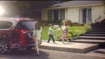 Chrysler Maneja y Descubre TV Spot, 'Hero' [Spanish] [T2] - Thumbnail 2