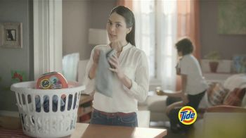 Tide PODS Plus Downy TV Spot, 'De tal palo tal astilla' [Spanish] - Thumbnail 2