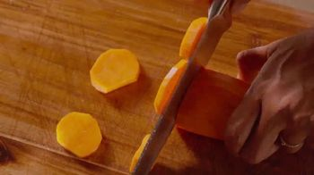 Walmart TV Spot, 'Nail This Year's Christmas Meal' Song by Carl Carlton - Thumbnail 6