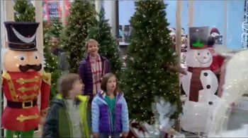 Lowe's TV Spot, 'Snowman: Holiday Decor Items' - Thumbnail 5