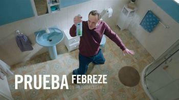 Febreze Air Effects TV Spot, 'El baño secreto' [Spanish] - Thumbnail 5