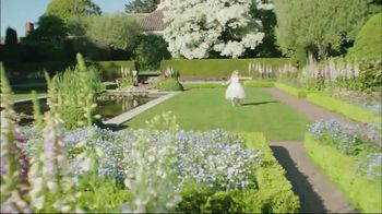 Estée Lauder Beautiful TV Spot, 'Your Moment' Song by Nat King Cole - Thumbnail 3