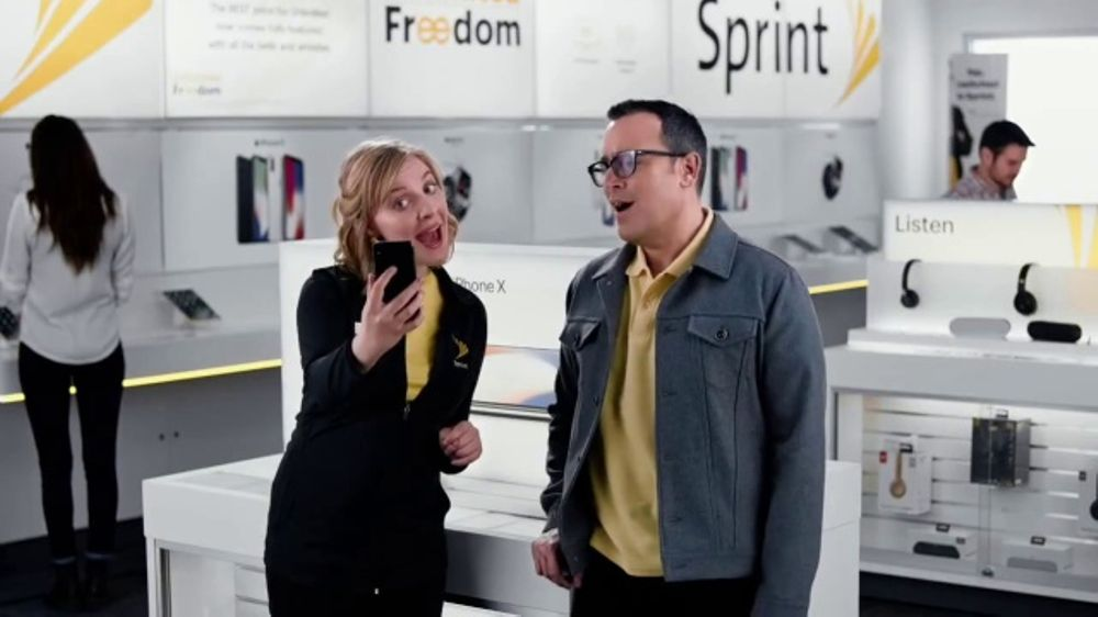 Sprint TV Commercial, 'Share the Love: Get Two Amazing iPhones'