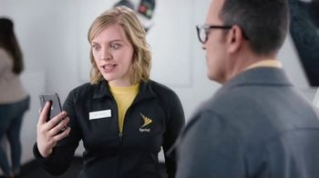 Sprint TV Spot, 'Share the Love: Get Two Amazing iPhones' - Thumbnail 6