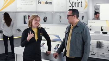 Sprint TV Spot, 'Share the Love: Get Two Amazing iPhones' - Thumbnail 8