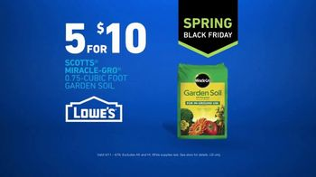 Lowe's Spring Black Friday TV Spot, 'Lawn Care Moment: Miracle-Gro' - Thumbnail 10