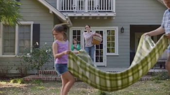 Lowe's Spring Black Friday TV Spot, 'Lawn Care Moment: Miracle-Gro' - Thumbnail 3