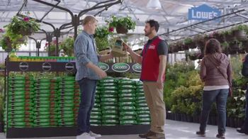 Lowe's Spring Black Friday TV Spot, 'Lawn Care Moment: Miracle-Gro' - Thumbnail 6