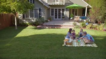 Lowe's Spring Black Friday TV Spot, 'Lawn Care Moment: Miracle-Gro' - Thumbnail 9