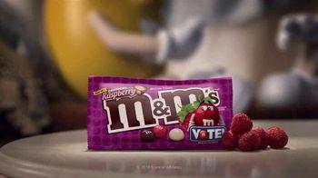 Crunchy M&M's TV Spot, 'Pampered' [Spanish]