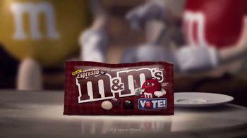 Crunchy M&M's TV Spot, 'Pampered' [Spanish] - Thumbnail 5