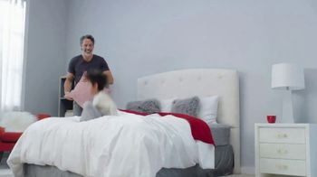 Mattress Firm Friends & Family Sale TV Spot, 'Customers as Family' - Thumbnail 5