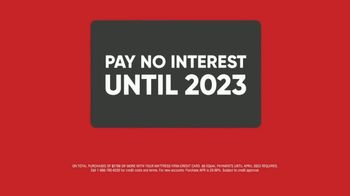 Mattress Firm Friends & Family Sale TV Spot, 'Like Family: No Interest' - Thumbnail 7