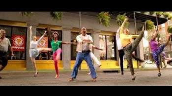 Popeyes $4 Wicked Good Deal TV Spot, 'Baile musical' [Spanish] - Thumbnail 4