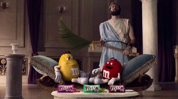 Crunchy M&M's TV Spot, 'Pampered' - 2981 commercial airings