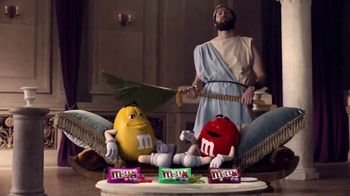 Crunchy M&M's TV Spot, 'Pampered' - Thumbnail 2