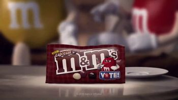 Crunchy M&M's TV Spot, 'Pampered' - Thumbnail 5