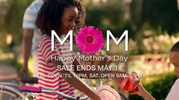 Belk Mother's Day Sale TV Spot, 'Shop Late and Celebrate Mom' - Thumbnail 2
