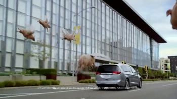 Chrysler Drive and Discover Pacifica Event TV Spot, 'When Pigs Fly: Hybrid' [T2] - Thumbnail 3