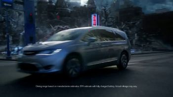 Chrysler Drive and Discover Pacifica Event TV Spot, 'When Pigs Fly: Hybrid' [T2] - Thumbnail 4