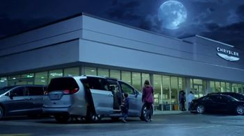 Chrysler Drive and Discover Pacifica Event TV Spot, 'When Pigs Fly: Hybrid' [T2] - Thumbnail 7