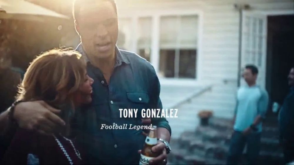 Modelo Especial TV Commercial, 'Fighting for Family' Featuring Tony Gonzalez