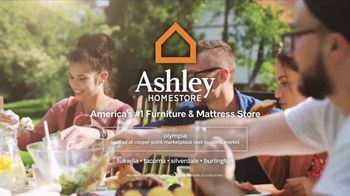 Ashley Homestore Memorial Day Event TV Spot, 'Beat the Crowds' - Thumbnail 5