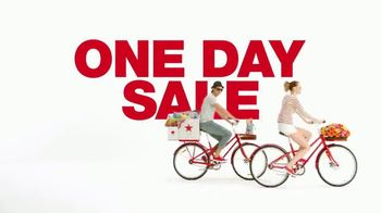Macy's One Day Sale TV Spot, 'Kitchen, Bed, Bath & Luggage' - Thumbnail 2