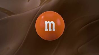 M&M's Caramel TV Spot, 'Group Talk' - Thumbnail 10