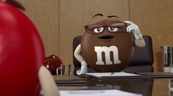 M&M's Caramel TV Spot, 'Group Talk' - Thumbnail 2