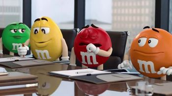 M&M's Caramel TV Spot, 'Group Talk' - Thumbnail 3