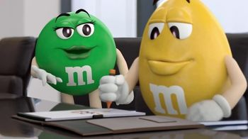 M&M's Caramel TV Spot, 'Group Talk' - Thumbnail 4