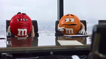 M&M's Caramel TV Spot, 'Group Talk' - Thumbnail 5
