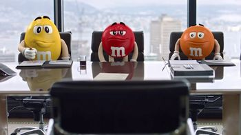 M&M's Caramel TV Spot, 'Group Talk' - Thumbnail 8