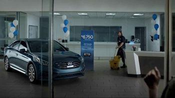 Hyundai Better Than Ever Sales Event TV Spot, 'Phones' [T1] - Thumbnail 9