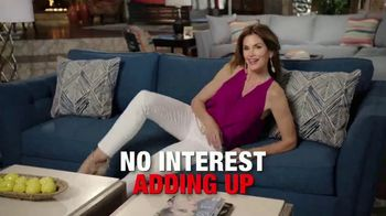 Rooms to Go Cindy Crawford Home TV Spot, 'Memorial Day: Back in Town' - Thumbnail 5