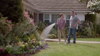 Lowe's Outdoor Entertaining Event TV Spot, 'Hanging Baskets or Planters' - Thumbnail 8