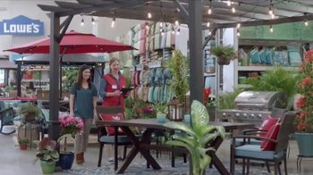 Lowe's Outdoor Entertaining Event TV Spot, 'The Moment: Gas Grill' - Thumbnail 4