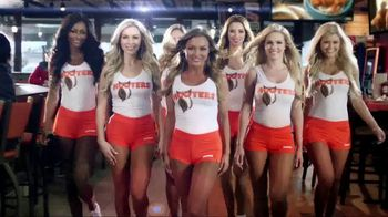 Hooters When Chase Wins You Win TV Spot, 'Race Day' Featuring Chase Elliott - Thumbnail 6