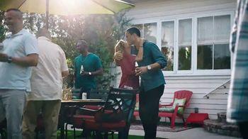 Modelo TV Spot, 'Luchando por la familia' con Tony Gonzalez [Spanish]