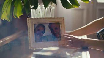 Glade Cashmere Woods Candle TV Spot, 'Valor' [Spanish] - Thumbnail 2