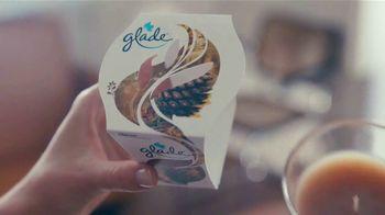 Glade Cashmere Woods Candle TV Spot, 'Valor' [Spanish] - Thumbnail 3
