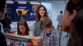 Boost Mobile Best Family Plan TV Spot, 'Es fácil hacer el switch' [Spanish] - Thumbnail 4